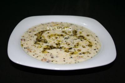 yoğurtlu yeşil mercimekli erişte çorbası yoğurtlu yeşil mercimekli erişte çorbası