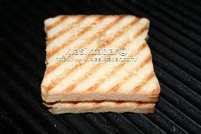 ekmek dilimleri kaşar peynirli tost