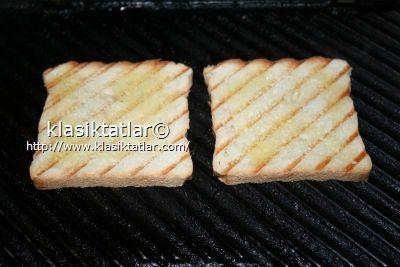 kızarmış ekmek dilimi kaşar peynirli tost